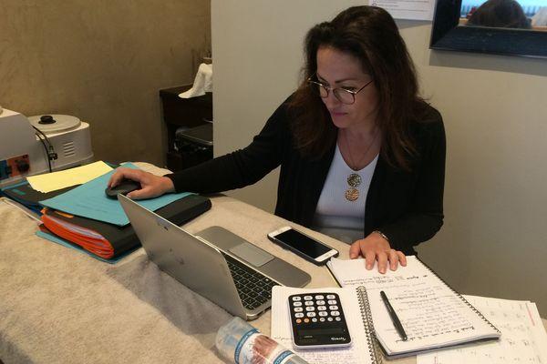 Beaucoup de patrons de petites entreprises et des indépendants vont devoir sortir la calculette en attendant le déconfinement. Photo Krystel Veillard