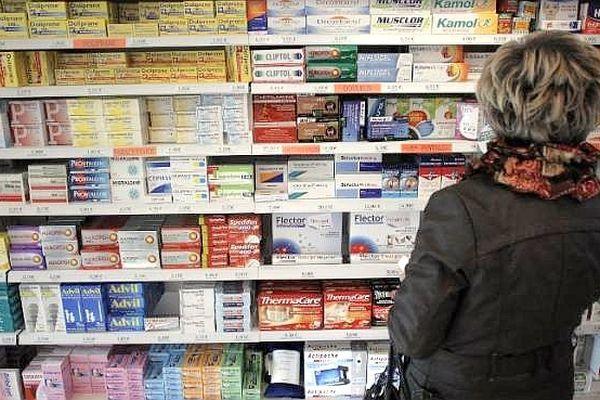 Les ventes de médicaments sur internet ont démarré vendredi 12 juillet 2013 en France. On ne recense qu'une quarantaine de e-pharmacies contre 22 000 officines qui maillent le territoire.