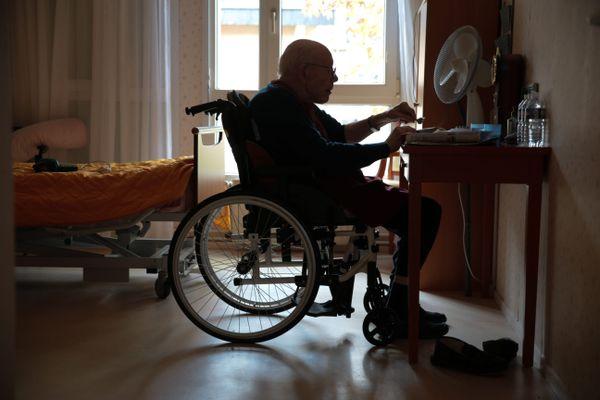 Maladie inflammatoire chronique du système nerveux central, la sclérose en plaques (dite SEP) touche plus de 130 000 personnes en France. Dans 80% des cas, elle se manifeste entre 20 et 40 ans