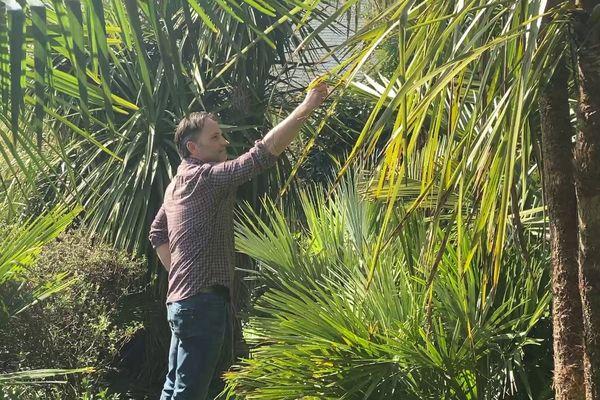 Le jardinier Paul William cultive ce jardin depuis 25 ans, à quelques kilomètres de la Loire.