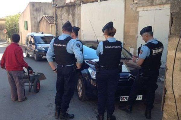 Les gendarmes recherchent un jeune homme dans les rues de Cabrières Gard