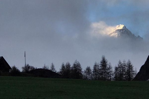 Quand le Galibier perce les nuages à 3 228 mètres d'altitude...