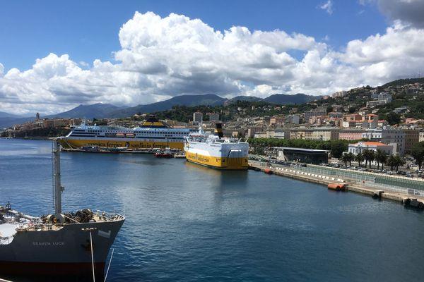 Illustration / Les navires de Corsica Ferries, à quai, à Bastia