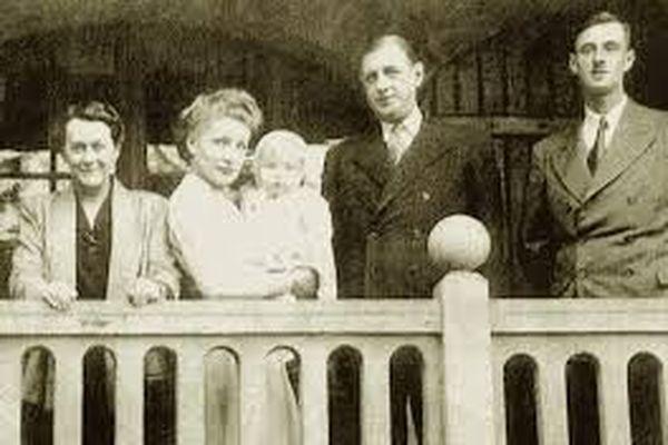 Charles de Gaulle et sa famille en villégiature à Morgat (29).