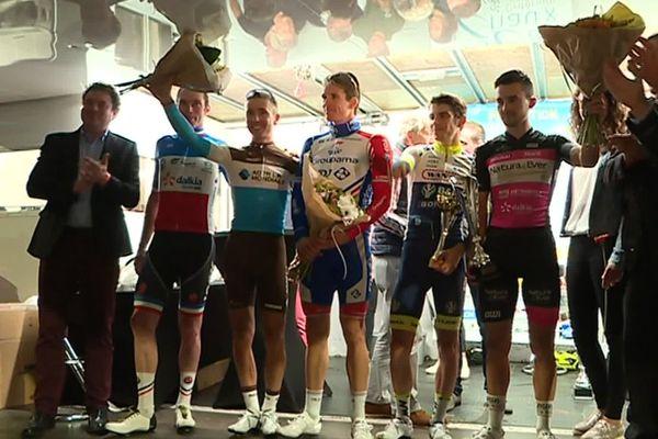 Arnaud Démare (au centre) vainqueur du critérium Jean-Renaux à Amiens mardi 3 septembre 2019