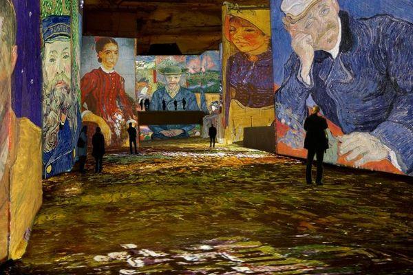 """""""Van Gogh, la nuit étoilée"""" aux Carrières de Lumières"""