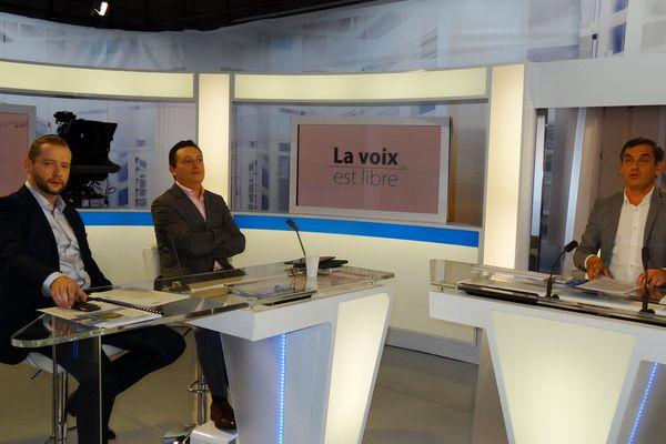 Aux côtés d'Olivier Michel ,Yannick Kusy,rédacteur en chef adjoint de France 3 Auvergne (à gauche)  et Gilles Pollet , professeur de sciences politiques à l' Institut d'études politiques