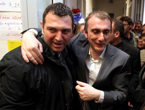 Jean-Charles Orsucci félicite Jean-Christophe Angelini de sa victoire face à Camille de Rocca-Serra aux cantonales de 2011.