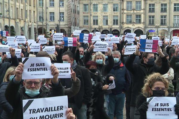"""""""Je suis essentiel"""" ou """"Travailler ou mourir"""" pouvait-on lire sur les pancartes des manifestants"""