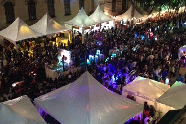 Nîmes - la fête la nuit durant la feria de la Pentecôte - juin 2014.