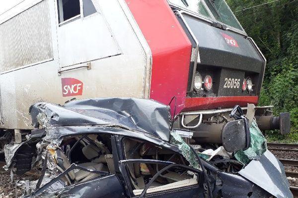 Les images de la voiture après l'incident témoignent de la violence du crash.