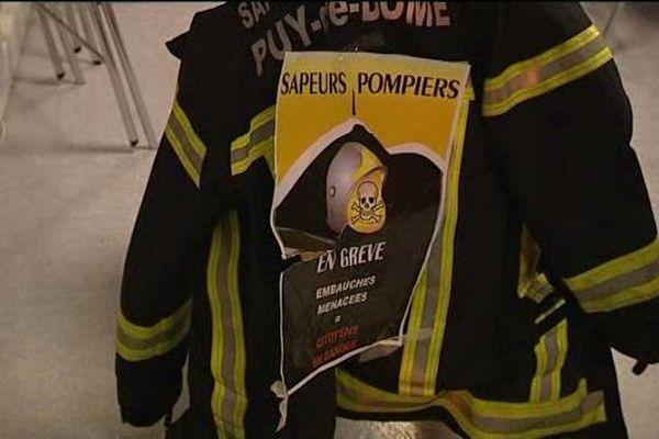 Les pompiers du Puy-de-Dôme sont en grève pour réclamer plus de moyens humains et matériels.