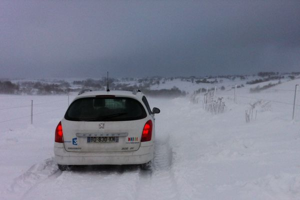 Dans le secteur de Pierrefort dans le Cantal, un manteau blanc a recouvert les routes.