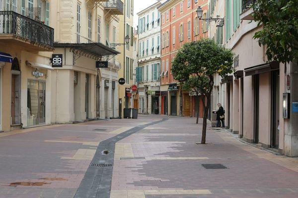 Rue de Menton, déserte, le 17 mars 2020