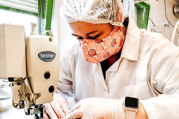 Par solidarité avec les soignants, certaines entreprises normandes ont fait évolué leur production pour équiper le personnel de santé. C'est le cas de l'entreprise caennaise Dans ma culotte.