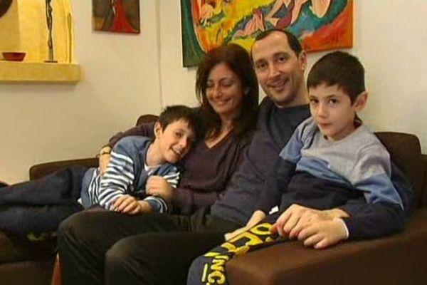 Olivier Coissard, son épouse et ses 2 enfants ont trouvé refuge chez des proches en Grèce après leur sauvetage du ferry Norman Atlantic.