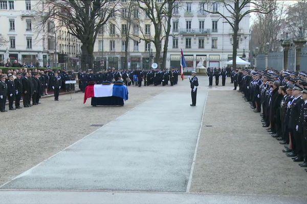 Christophe Castaner, ministre de l'intérieur, rend hommage à Franck Labois le policier mort en service lors d'un contrôle