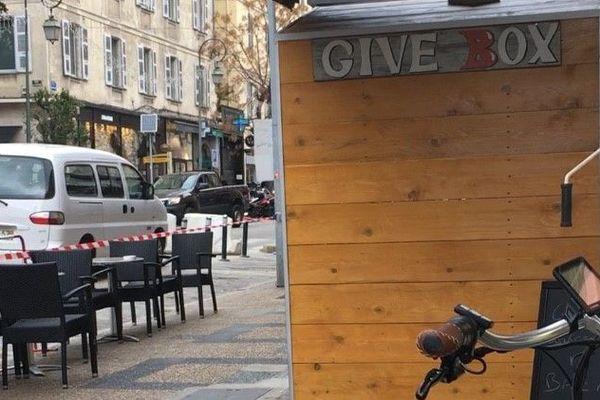 Le concept de la Give Box est populaire à l'étranger. Celle du Cours Napoléon, à Ajaccio, est la première de Corse.