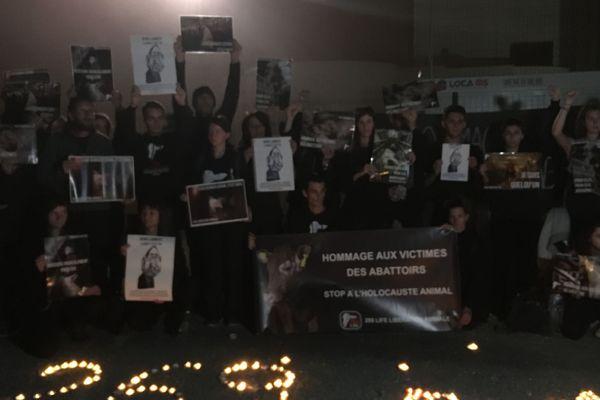 """Les militants de la cause animale sont venus pour un """"hommage aux victimes des abattoirs"""""""