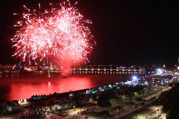 Fête du Vin 2015, spectacle pyrotechnique sur les quais de Bordeaux