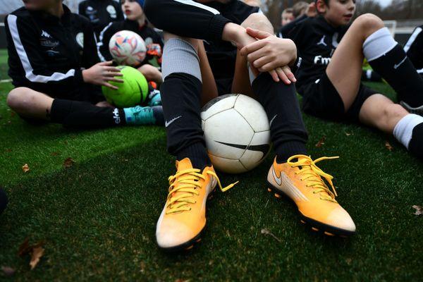 Le football amateur à l'arrêt : les championnats ne reprendront pas, décision confirmée le 24 mars par la Fédération française de football.
