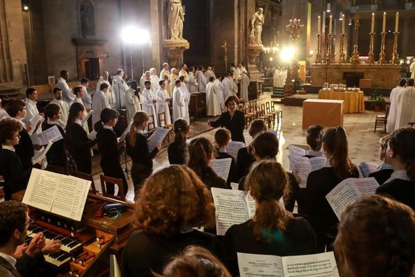 Le chœur de la Maîtrise Notre-Dame à l'église Saint-Sulpice le 18 avril dernier.