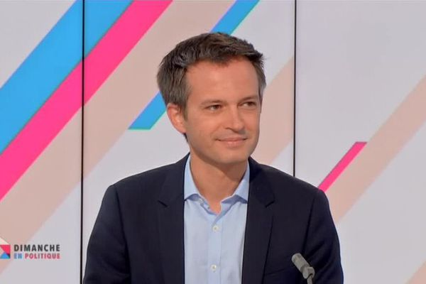 Le député et conseiller de Paris (Agir), Pierre-Yves Bournazel, invité de Dimanche en Politique, a affirmé se préparer à la candidature à la mairie de Paris.