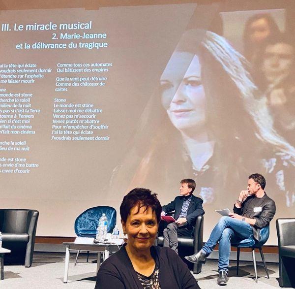 la chanteuse Fabienne Thibeault est l'invitée d'honneur du premier colloque scientifique international qui se déroule à Angers du 6 au 8 octobre 2021