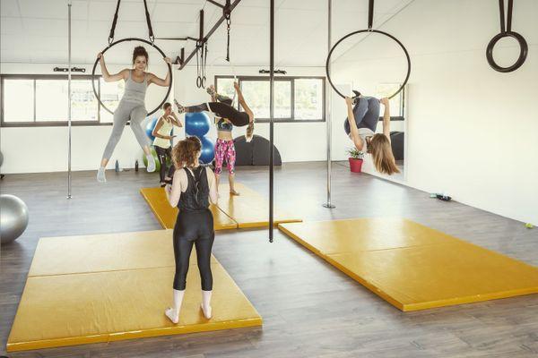 Cours de yoga et pôle dance à Spicy Lotus
