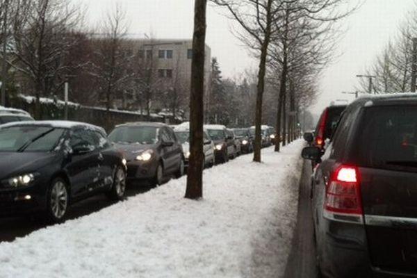 De la neige et des bouchons à Grenoble d'ailleurs pas forcément
