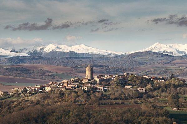 """Le village de Montpeyroux, dans le Puy-de-Dôme, concoure au titre de """"village préféré des Français"""" pour l'édition 2020 de l'émission."""