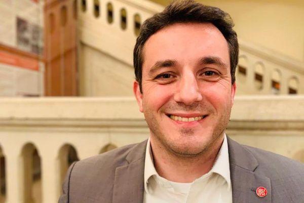 Sébastien Orcibal (LDVG) créé la surprise en remportant la mairie de Villefranche-de-Rouergue (Aveyron) dès le premier tour.