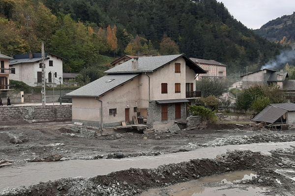 Une maison de Tende, au bord de la Roya, après le passage de la tempête Alex le 2 octobre 2020.
