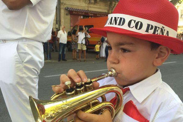 Jeune musicien de la fanfare à Sète