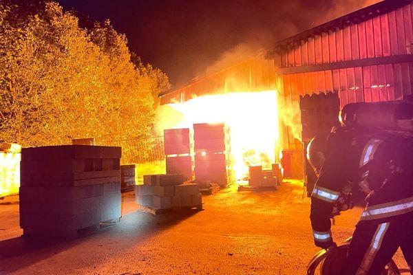 L'incendie a eu lieu dans un entrepôt du boulevard Beaurepaire à Roubaix.