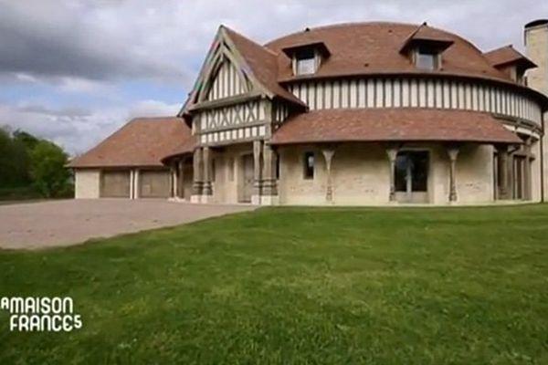 """Claude Lelouch ouvre les portes de sa maison de Tourgéville à l'équipe de """"La maison France 5"""""""