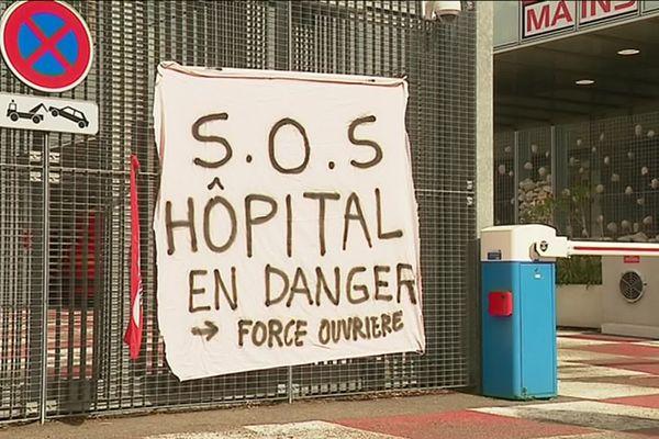 Les syndicats dénoncent une situation de crise aux urgences depuis des mois.
