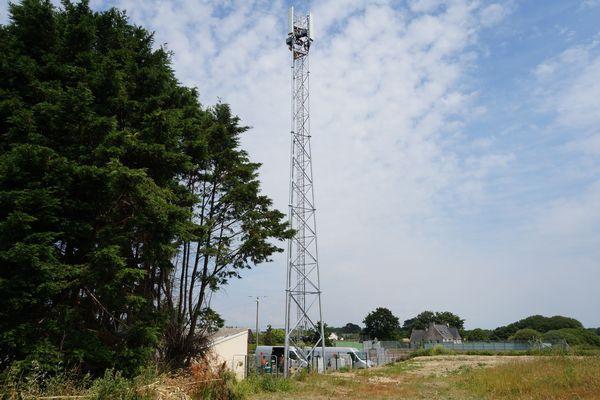 L'antenne relais de Treffiagat est en place, à coté du stade et des tennis