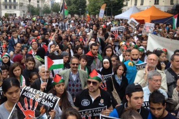 Des manifestants aux couleurs de la Palestine.
