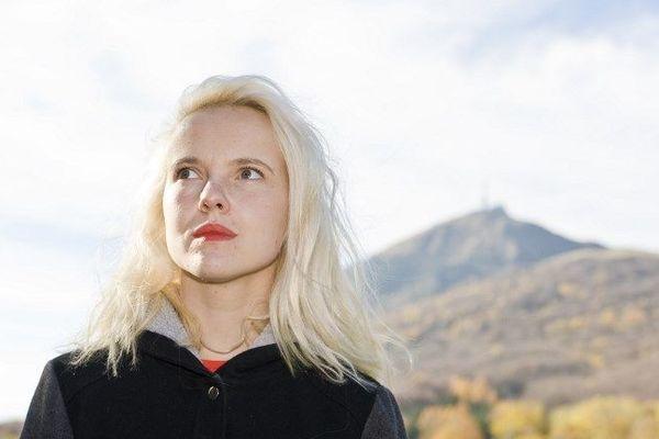 La Clermontoise Cécile Coulon a reçu le Prix Apollinaire 2018 pour son premier recueil de poésie.