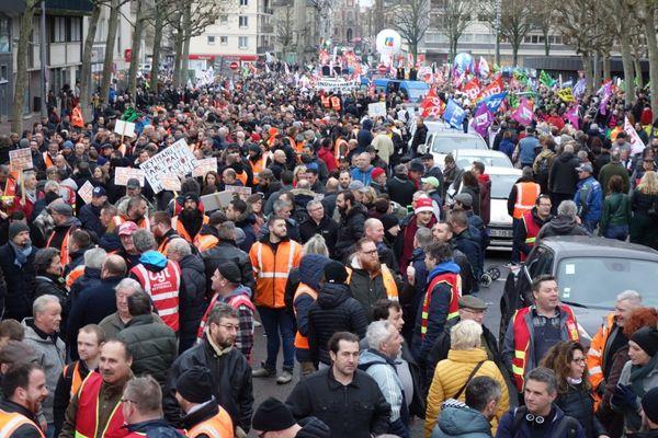 Des milliers de manifestants dans les rues de Rouen