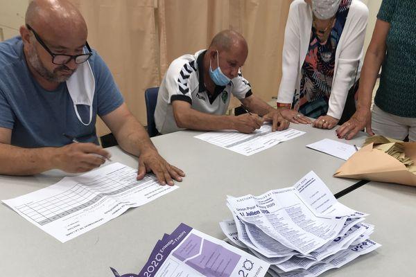 A Firminy (Loire), le dépouillement des bulletins a commencé pour le 2e tour des municipales