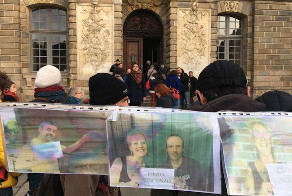 Comme à chaque audience judiciaire, les soutiens à Vincenzo Vecchi étaient nombreux ce vendredi 15 novembre lors de l'annonce de sa remise en liberté