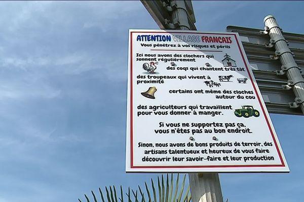 Des panneaux comme celui-ci ont été installés à différentes entrées de la commune de Muron