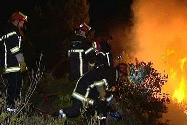Olonzac (Hérault) - les pompiers luttent contre le feu - 19 septembre 2013.