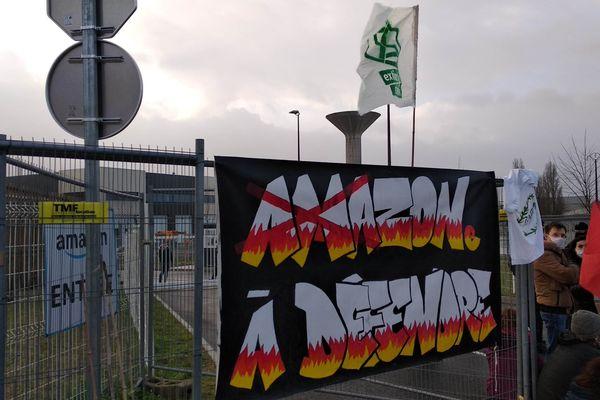 À Carquefou en Loire-Atlantique, une manifestation contre l'implantation d'Amazon