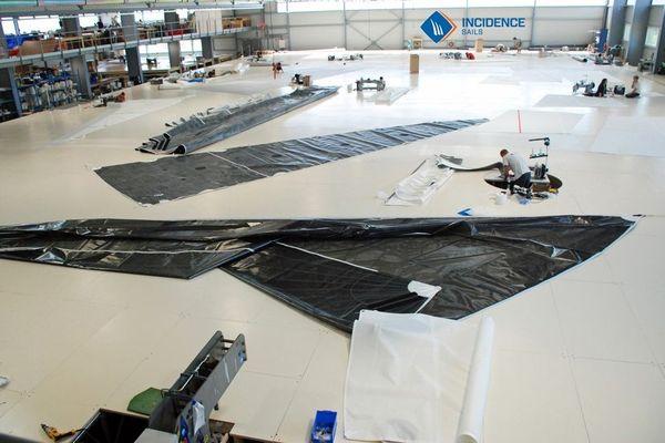 Quatre sites et, en tout, 9700 m2 de plancher pour dessiner les voiles de plaisanciers et de coureurs au large