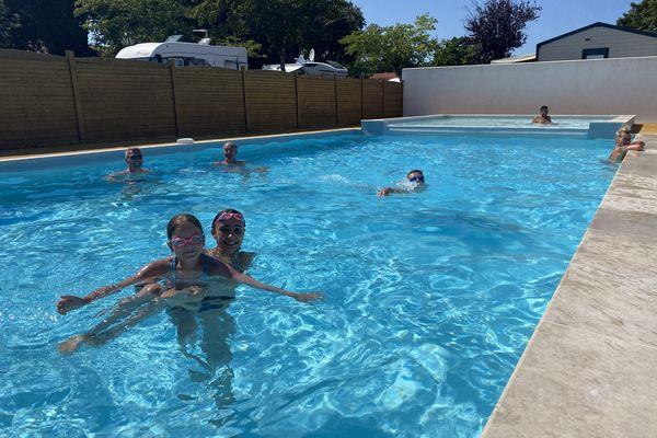 Les vacanciers sont au rendez-vous dans ce camping de Saint-Palais-sur-Mer (Charente-Maritime). Cette famille a délaissé la Côte d'Azur pour la Côte Atlantique.