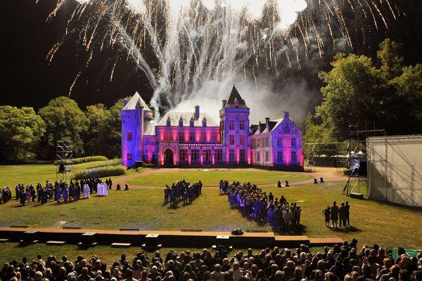 scène finale du son et lumière du château de Villers-Châtel, édition 2019.