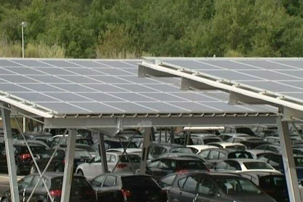 Le Boulou (Pyrénées-Orientales) - le toit solaire - 11 octobre 2012.